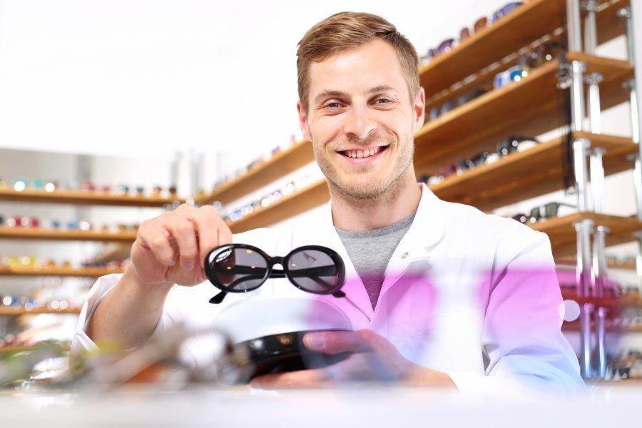 777cae5bc9a487 Jak wybrać najlepsze dla siebie okulary przeciwsłoneczne?