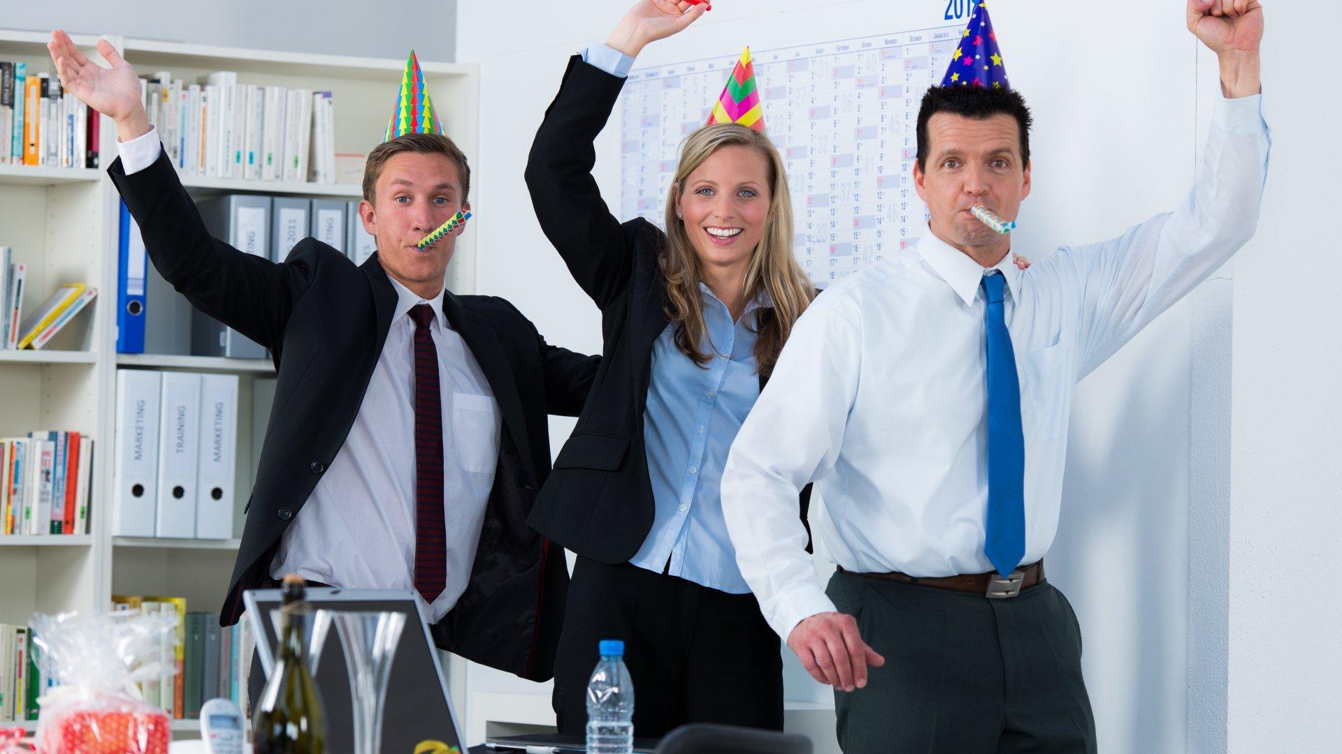 Поздравление с днем рождения офиса картинка, надписью